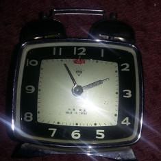 Ceas vechi mecanic de masa Ceas frumos cu sonerie deasupra,defect,T.GRATUIT