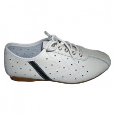 Adidas sport, cu perforatii rotunde, varf rotunjit