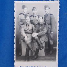 FOTOGRAFIE MILITARI , BUZAU , IULIE 1952