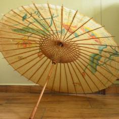 Umbrela veche din bambus cu hartie cerata si pictata - Asia , China
