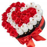Aranjament floral cu trandafiri sapun, rosu cu alb, 37 fire, cutie inima, Cadouri pentru femei