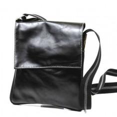 Geanta cu capac unisex din piele naturala neagra G22PP