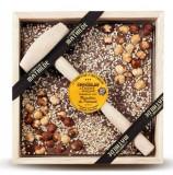 Ciocolata in cutie de lemn cu lapte si alune de Piemont | Comptoir de Mathilde