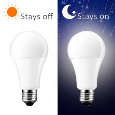 Bec LED cu senzor zi/noapte, putere 10W, forma A60, lumina naturala