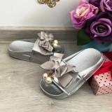Cumpara ieftin Sandale argintii cu fundita si perle / slapi / papuci pt fetite marimea 30