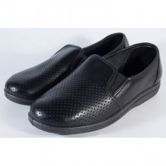 Pantofi negri perforati din piele naturala pentru barbati/barbatesti (cod 53-05)