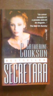 Secretara-Catherine Cookson foto