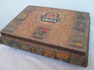 Cutie veche de colectie lemn decorat foto