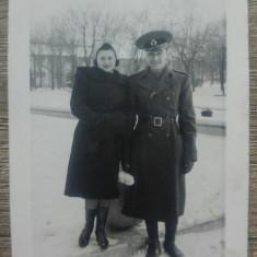 Ofiter roman cu o domnisoara// foto