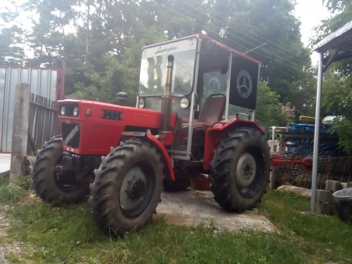 tractor 4*4 cu remorca și utilaje