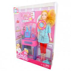 Cumpara ieftin Papusa Barbie in bucatarie