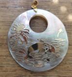 Pandantiv sidef aurit cu delfini