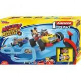 Cumpara ieftin Piste de curse cu masinute Mickey, Minnie Mouse Carrera 2,4 M si 3.5m