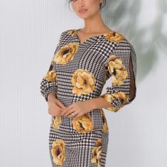 Rochie Kesi eleganta cu imprimeuri geometrice si flori maxi galben mustar