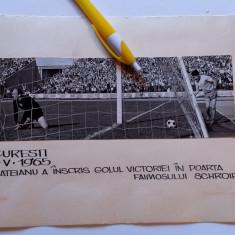 Foto(30.05.1965)fotbal-faza golului inscris de Mateianu in ROMANIA-CEHOSLOVACIA