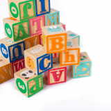 Cumpara ieftin Set cuburi din lemn pentru construit cu litere, cifre, animale.
