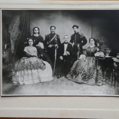 Foto pe carton , veche , nedatata ; Familia clucerului Ispas Fagarasanu
