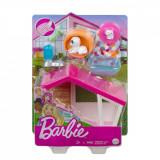 Set de joaca Barbie, Mobilier exterior si catelus, GRG78