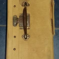 Geamantan vechi desing,valiza tip antic,veche per.Comunista,stare cf.foto,T.GRAT