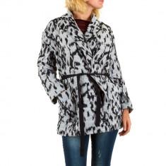 Jacheta cu imprimeu negru-gri si cordon