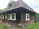 Casa bătrânească ( are peste 150 de ani)