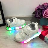 Adidasi usori albi cu lumini LED beculete pt fetite mar 23, Fete, Din imagine