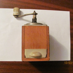 PVM - Rasnita veche lemn perfect functionala