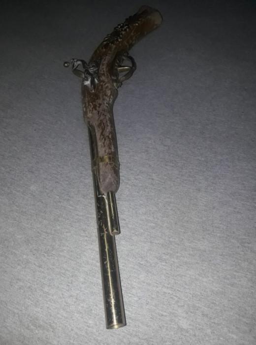 Pistol de epoca,pistol antic de panoplie cu teava lisa,lemn/alama,pistol decorat