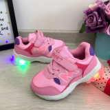 Cumpara ieftin Adidasi roz cu luminite beculete LED pt copii fete 24 25 26