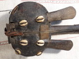 INSTRUMENT MUZICAL VECHI - AFRICAN - TRIBAL - LEMN SI PIELE - IDEAL PTR. DECOR