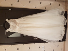 Rochie de mireasa + crinolina ca nou foto