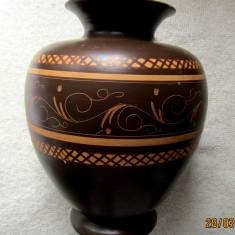 Vaza ceramica veche,semnata,marcata,autor necunoscut. Inl. 25 cm/d.21cm/1473gr.