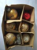 Cutie 5 globuri de brad vintage de sticla + 1 plastic, deosebite, decor Craciun