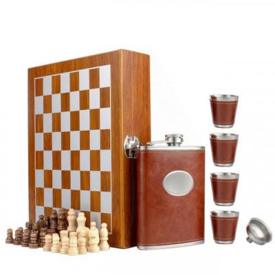 Set format din 4 piese: Caseta din lemn cu 4 pahare, sticla whiskey si joc sah,... foto