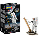 Cumpara ieftin Apollo 11 Astronaut on the Moon, Revell, 24 piese-RV3702