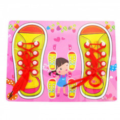Puzzle sireturi pantofi roz. foto