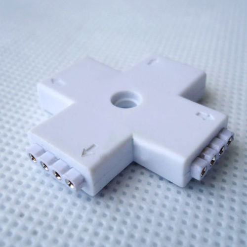 Conector FEMALE, cu 4 pini, pentru benzi led, RGB, 4 porturi, forma de +