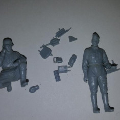+ Set 2 figurine 1/35 Dragon - Soldati germani transmisionisti cu radio +