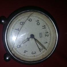 Ceas vechi de masa,ceas masiv,metalic UMF Ruhla,de Colectie,T.GRATUIT