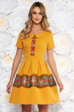 Rochie mustarie eleganta de zi in clos cu maneca scurta cu guler rotunjit cu detalii brodate