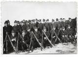 Fotografie elevi militari romani cu arme perioada regalitatii