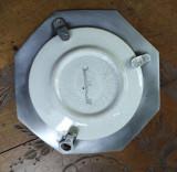 Farfurie veche decorativa in suport metal