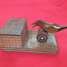 Tabachera veche sculptata in lemn