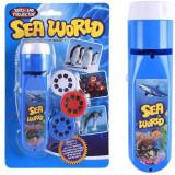 Cumpara ieftin Proiector tip lanterna Animale marine Bambinice, 13 x 3.5 cm, 2 x AA, 3 dispozitive, 8 imagini, 3 ani+, Albastru
