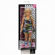 Papusa Barbie, fashionista cu forme si suvite blonde