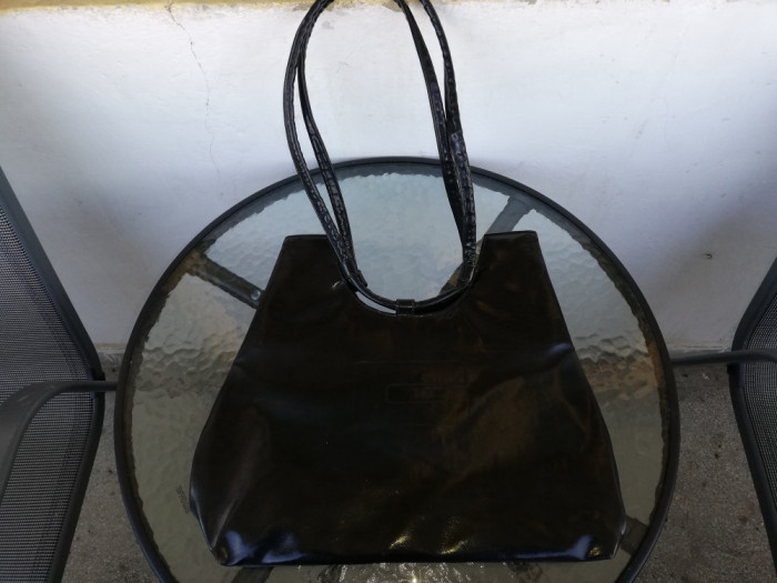 Geanta Piele Neagra Lucioasa
