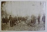 FOTOGRAFIE DE GRUP DUPA VANATOARE , AUTOR NECUNOSCUT , MONOCROMA , DATATA PE VERSO 1898