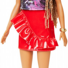 Cumpara ieftin Papusa Barbie Fashionista Cu Fustita Rosie Cu Volane