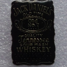 T2. INSIGNA TIP PIN USA SUA Jack Daniel's Tennessee Whiskey - 25 x 16 mm **