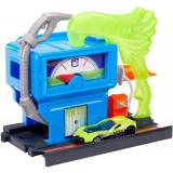 Cumpara ieftin Hot Wheels Benzinaria Toxica Cu Masinuta Inclusa, Mattel